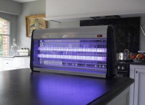 meilleure lampe anti insecte le comparatif en juillet 2019. Black Bedroom Furniture Sets. Home Design Ideas