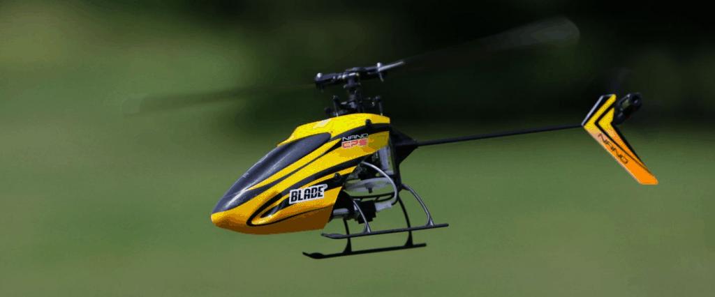 hélicoptère télécommandé en vol
