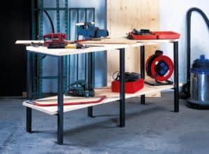 Établi d'atelier avec outils