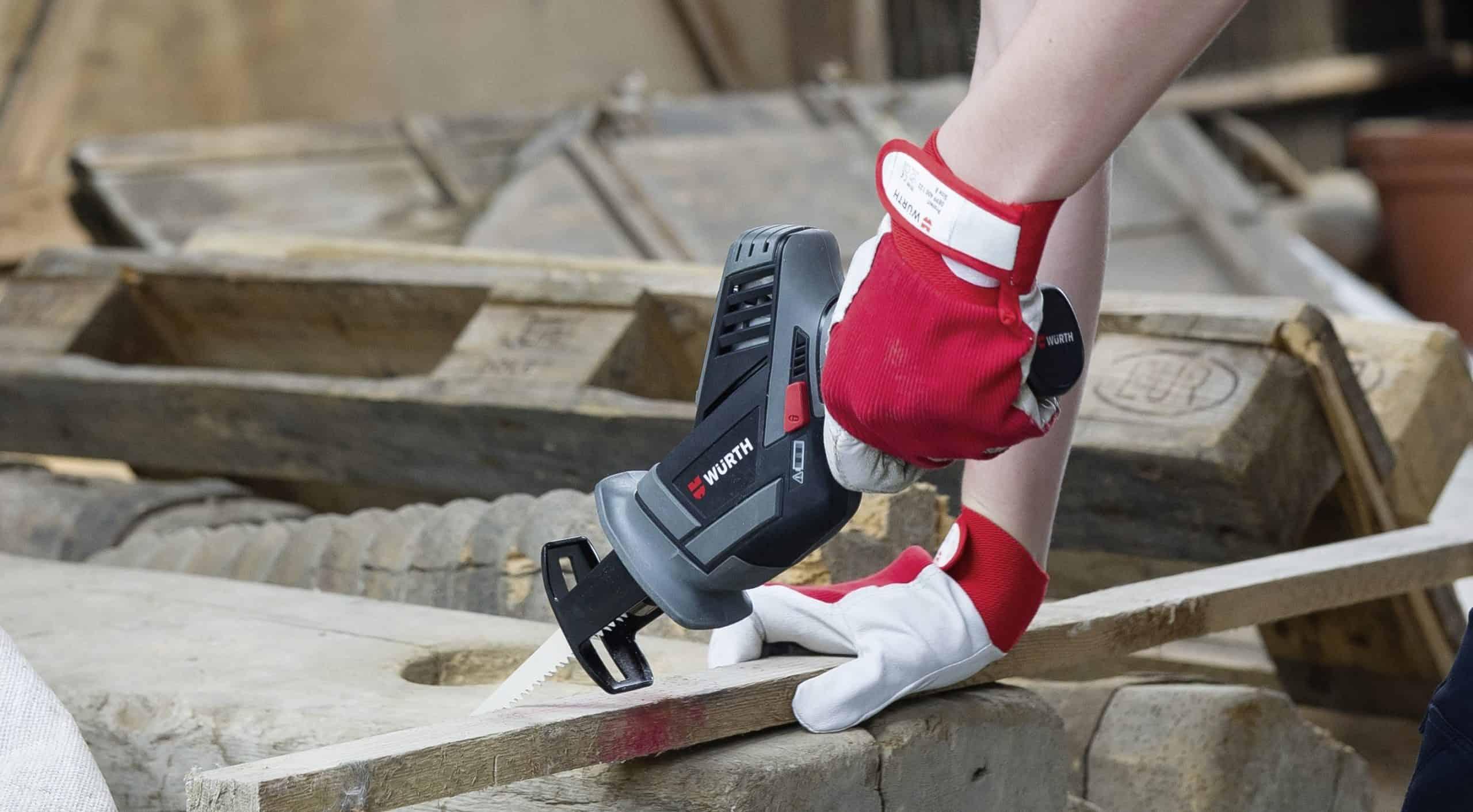 scie sabre gris
